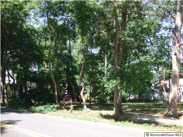 Photo of home for sale at 638 Beachwood Boulevard Boulevard, Beachwood NJ