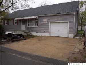 Photo of home for sale at 408 Anglesea Avenue Avenue, Ocean Gate NJ