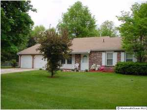 Photo of home for sale at 508 Delos Drive Drive, Toms River NJ