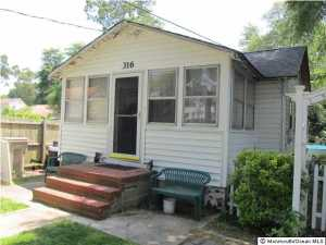 Photo of home for sale at 316 Holly Boulevard Boulevard, Bayville NJ