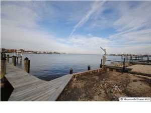 Photo of home for sale at 3206 Windsor Avenue Avenue, Toms River NJ