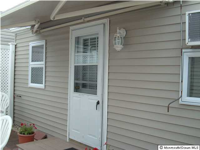 Photo of home for sale at 187 Central W, South Seaside Park NJ