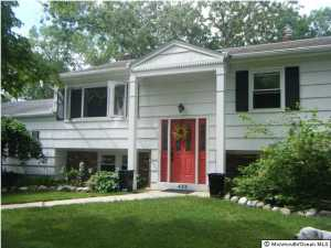 Photo of home for sale at 435 Colleen Court Court, Toms River NJ