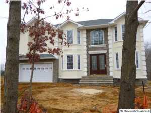 Photo of home for sale at 33 Sweetmans Lane Lane, Manalapan NJ