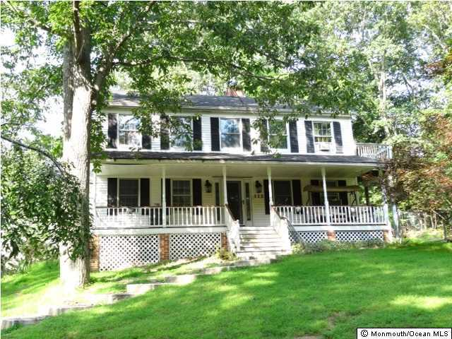 Photo of home for sale at 112 Oakland Mills Road Road, Manalapan NJ