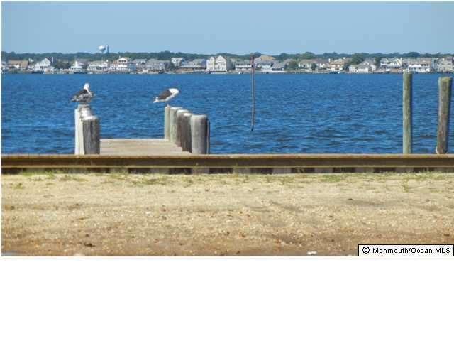 Photo of home for sale at 125 Pershing Boulevard Boulevard, Lavallette NJ