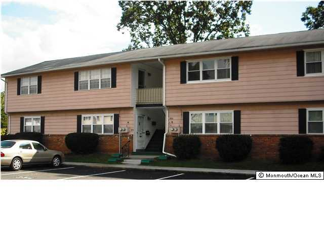 Photo of home for sale at 35 Galewood Drive Drive, Old Bridge NJ