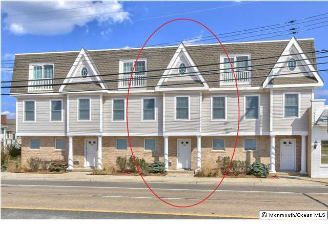Photo of home for sale at 304 Central Avenue Avenue, Seaside Park NJ