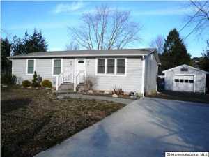 Photo of home for sale at 1100 Seashell Avenue Avenue, Manahawkin NJ