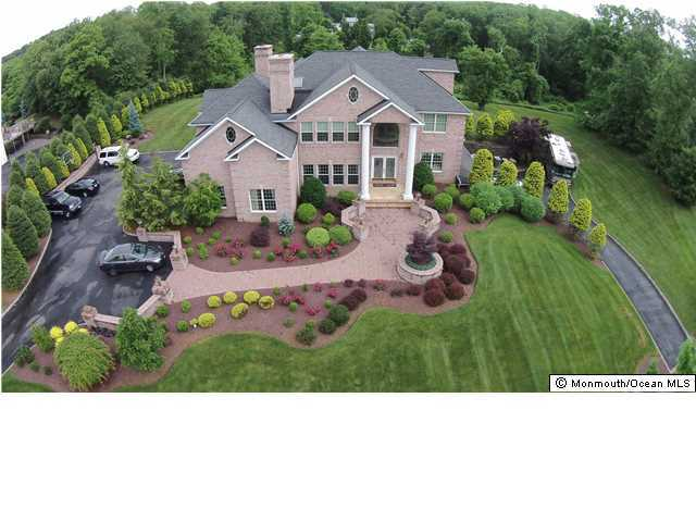 Photo of home for sale at 13 Holdman Place Place, Millstone NJ