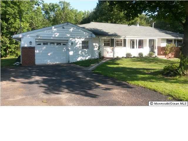 Photo of home for sale at 17 Center Avenue Avenue, Matawan NJ