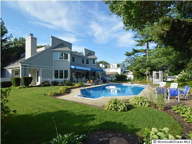 Photo of home for sale at 323 South Boulevard Boulevard, Spring Lake NJ