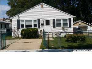Photo of home for sale at 17 Palmer Place Place, Keansburg NJ