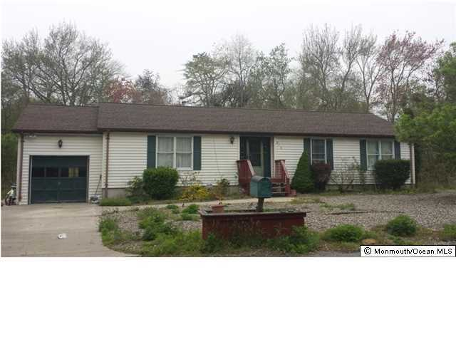 Photo of home for sale at 318 Hurley Road Road, Bayville NJ