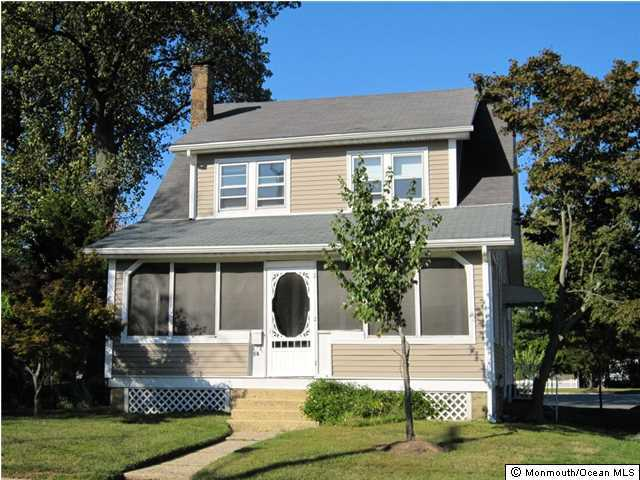 Photo of home for sale at 54 South Avenue Avenue, Atlantic Highlands NJ
