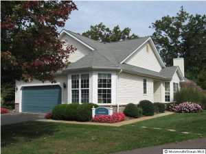 Photo of home for sale at 810 Tanglewood, Manchester NJ