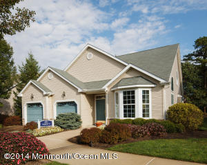 Photo of home for sale at 20 Winding River Court Court, Lakewood NJ