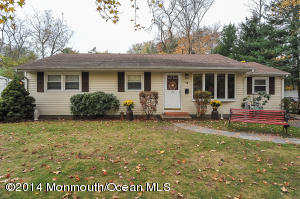 Photo of home for sale at 16 Emmons Avenue Avenue, Farmingdale NJ