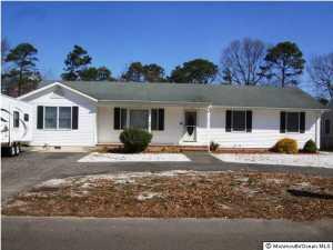 Photo of home for sale at 443 Arverne Avenue Avenue E, Ocean Gate NJ