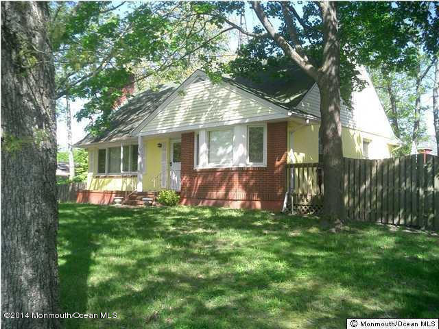 Photo of home for sale at 409 Surf Avenue Avenue, Beachwood NJ