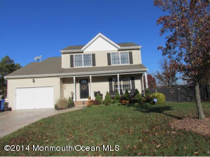 Photo of home for sale at 434 Atlantis Avenue Avenue, Manahawkin NJ
