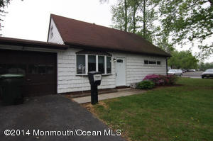Photo of home for sale at 3 Cove Road Road, Hazlet NJ