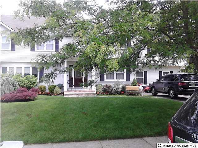 Photo of home for sale at 133 Columbus Avenue Avenue, Lakewood NJ