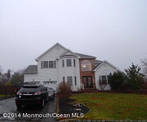 Photo of home for sale at 4 Tudor Court Court, Matawan NJ