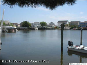Photo of home for sale at 405 8th Avenue Avenue, Ortley Beach NJ