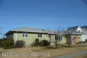 Photo of home for sale at 19 Johnson Street Street, Monmouth Beach NJ