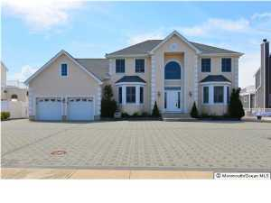 Photo of home for sale at 183 Route 35 S, Mantoloking NJ