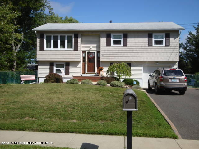 Photo of home for sale at 825 Holiday Court Court, Toms River NJ