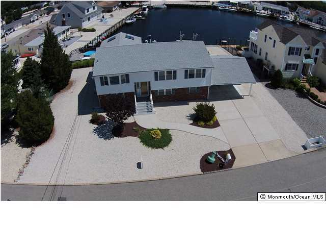 Photo of home for sale at 108 Hatteras Road Road, Waretown NJ