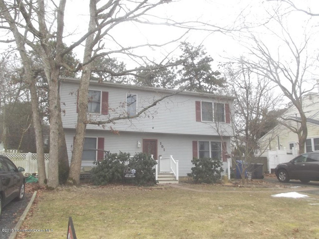 Photo of home for sale at 151 Seaspray Road Road, Manahawkin NJ