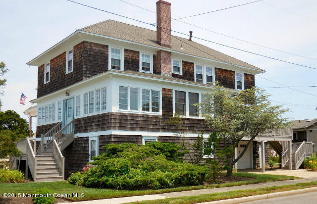 Photo of home for sale at 212 Bayview Avenue Avenue S, Seaside Park NJ