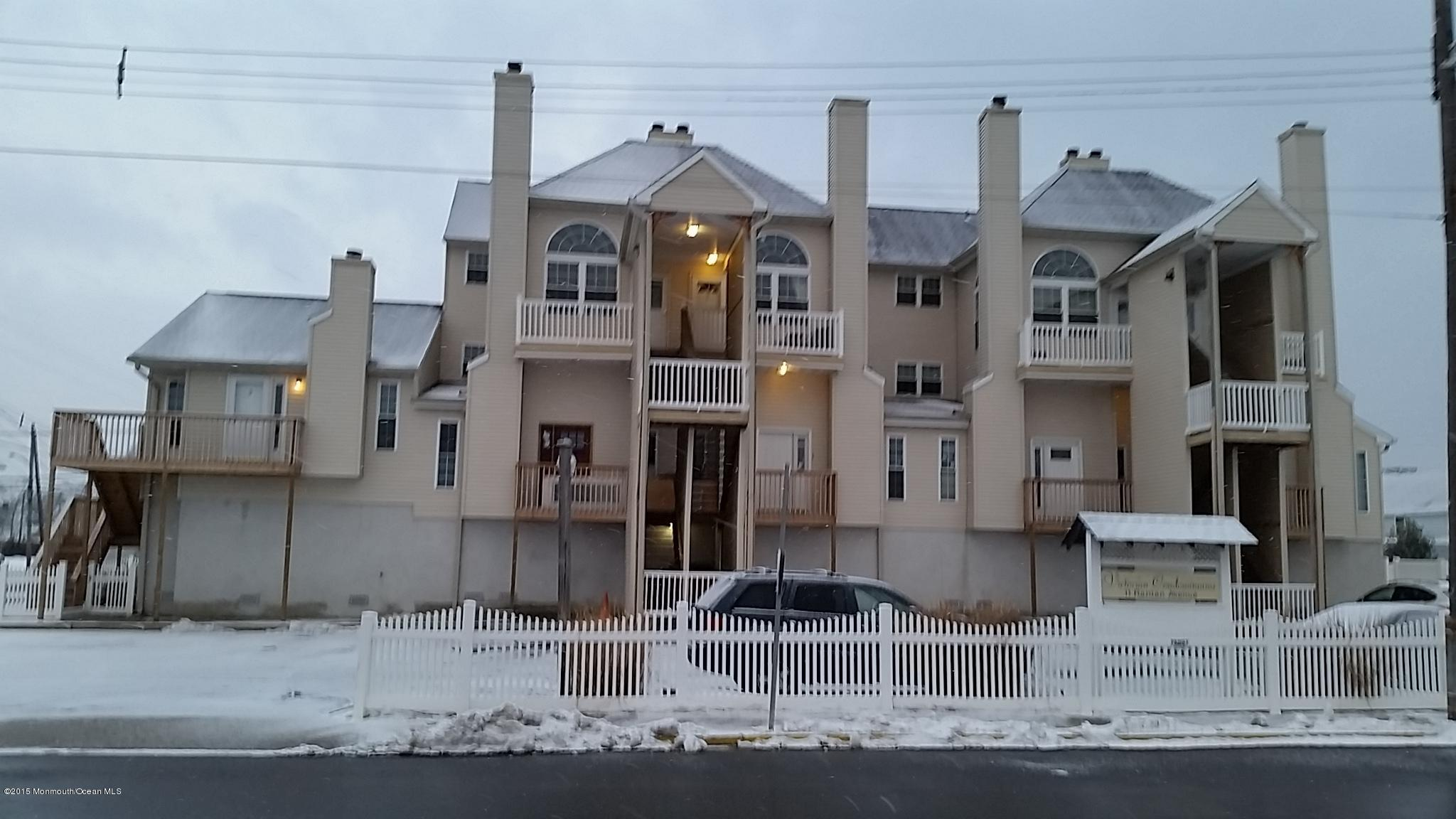 Photo of home for sale at 11 Raritan Avenue Avenue, Keansburg NJ