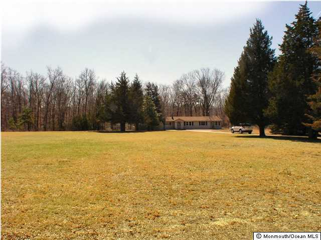 Photo of home for sale at 1431 Pancoast Road Road, Manahawkin NJ