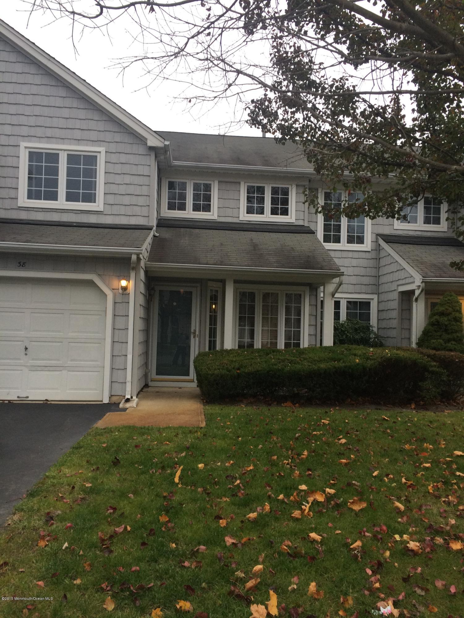 Photo of home for sale at 38 Sailors Quay Drive Drive S, Brick NJ