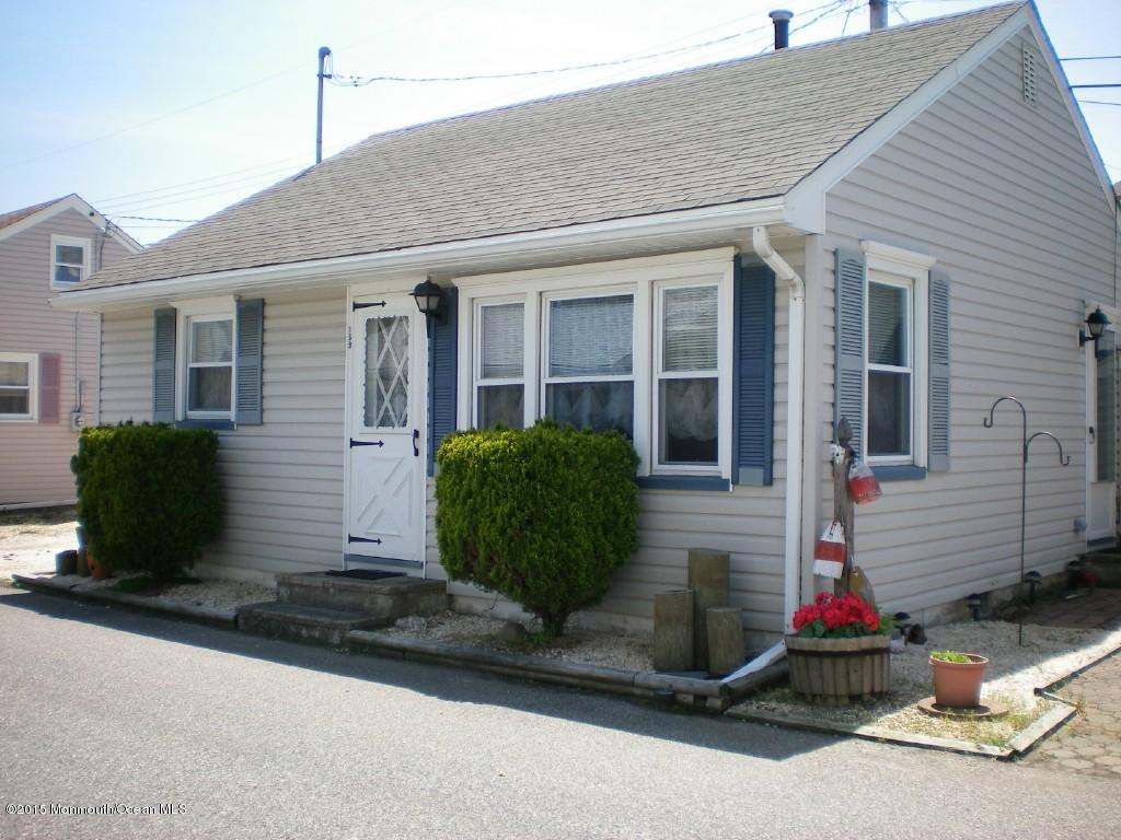 Photo of home for sale at 169 Bay Way Way W, Lavallette NJ