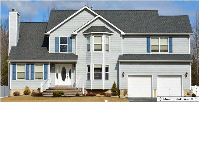 Photo of home for sale at 25 Maxim Court Court, Jackson NJ