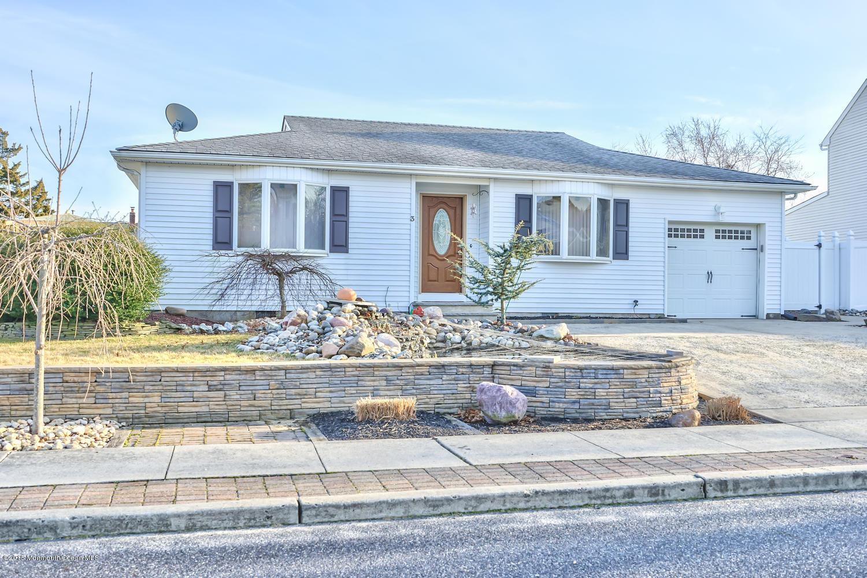 Photo of home for sale at 3 Bear Hollow Lane Lane, Little Egg Harbor NJ