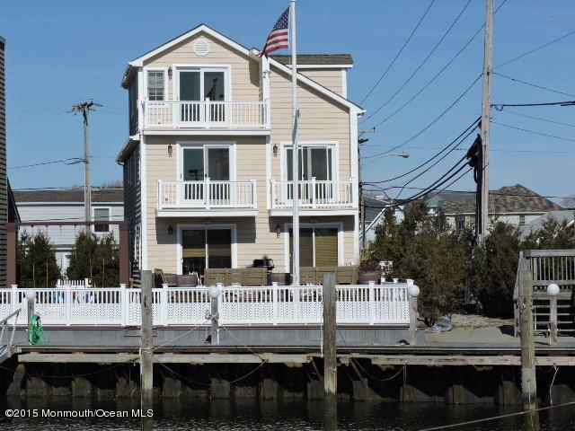 Photo of home for sale at 525 Perrine Boulevard Boulevard, Manasquan NJ