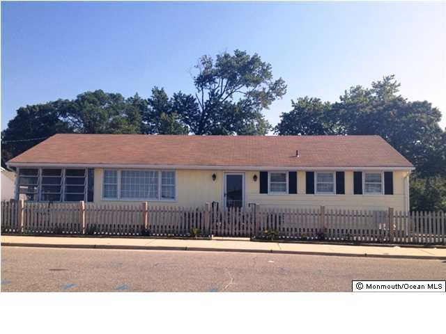 Photo of home for sale at 301 Wildwood Avenue Avenue, Ocean Gate NJ