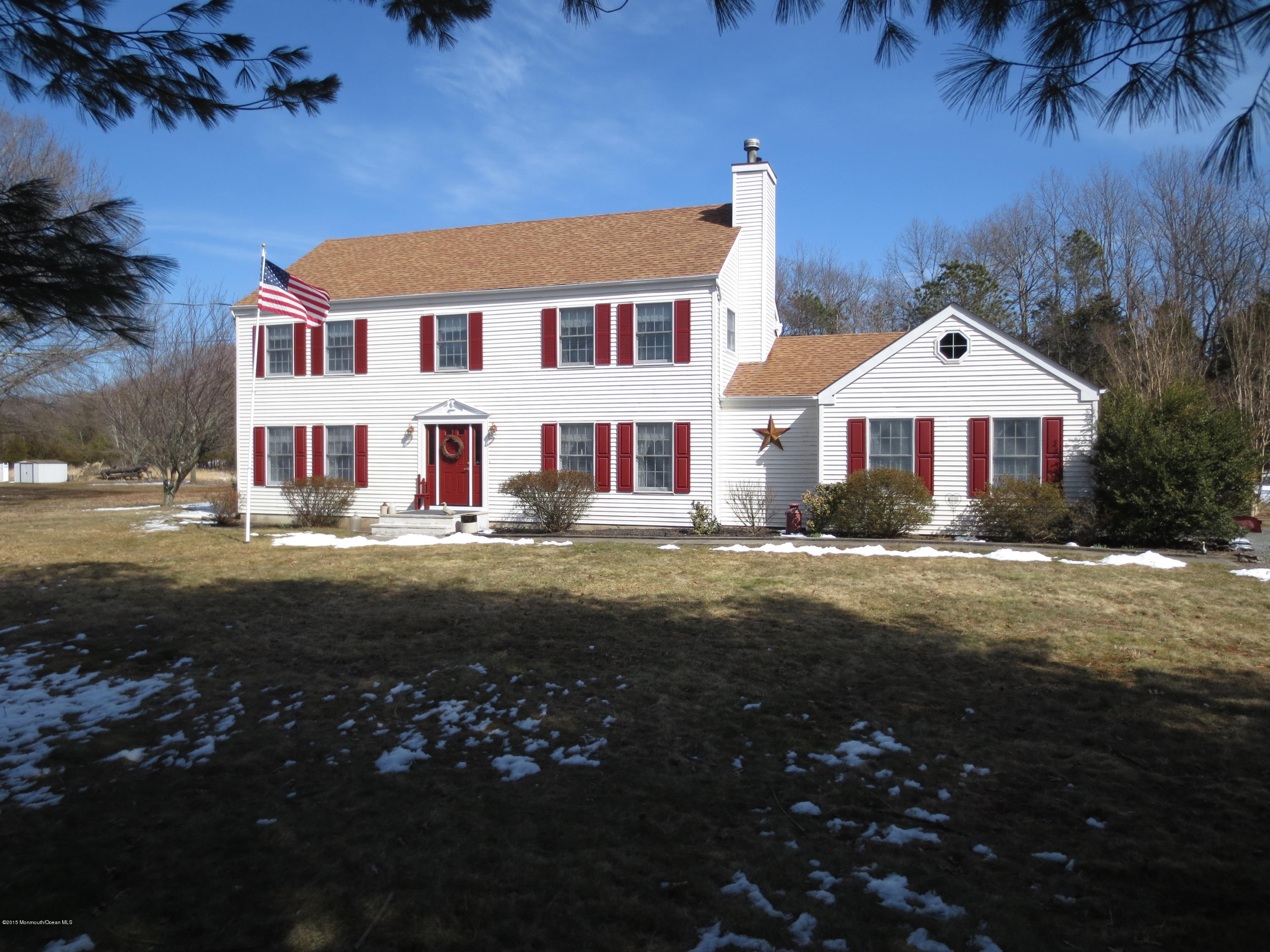 Photo of home for sale at 2430 Allenwood Lakewood Road Road, Allenwood NJ