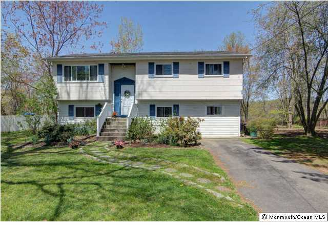 Photo of home for sale at 41 Probasco Drive Drive, Allentown NJ