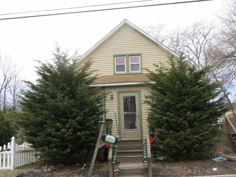 Photo of home for sale at 61 Ohio Avenue Avenue, Middletown NJ