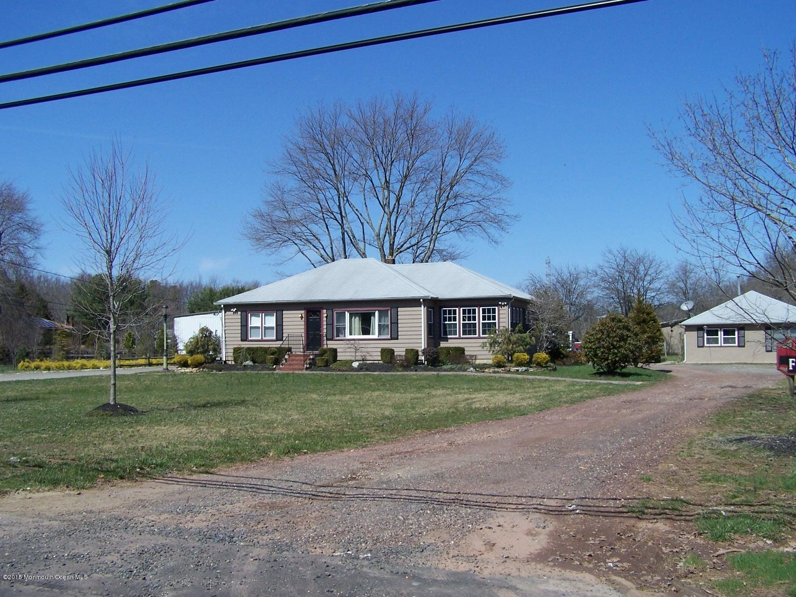 Photo of home for sale at 141 Veterans Highway Highway E, Jackson NJ