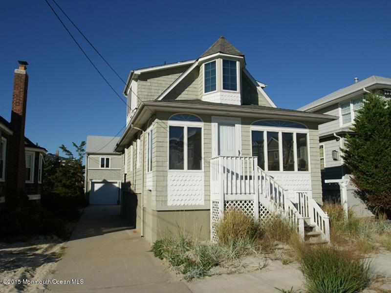 Photo of home for sale at 7 Kerr Avenue Avenue, Lavallette NJ
