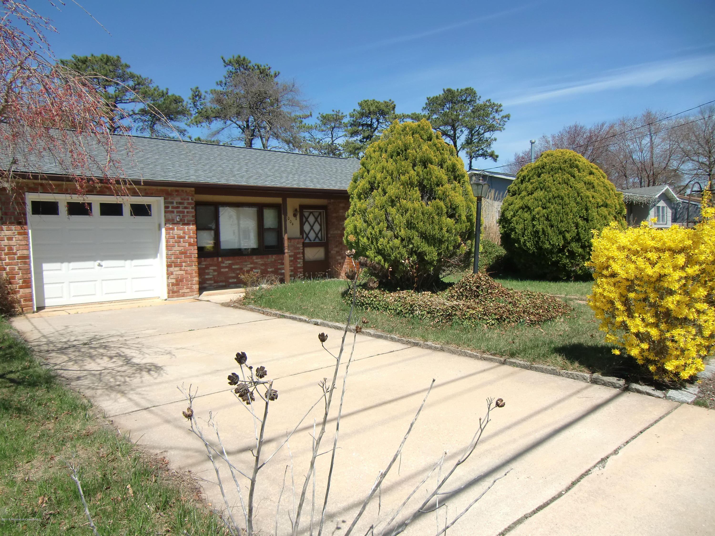 Photo of home for sale at 1004 Pensacola Road Road, Forked River NJ
