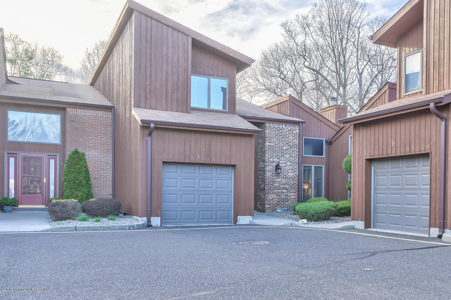 Photo of home for sale at 15 Moholo Court Court, Brick NJ
